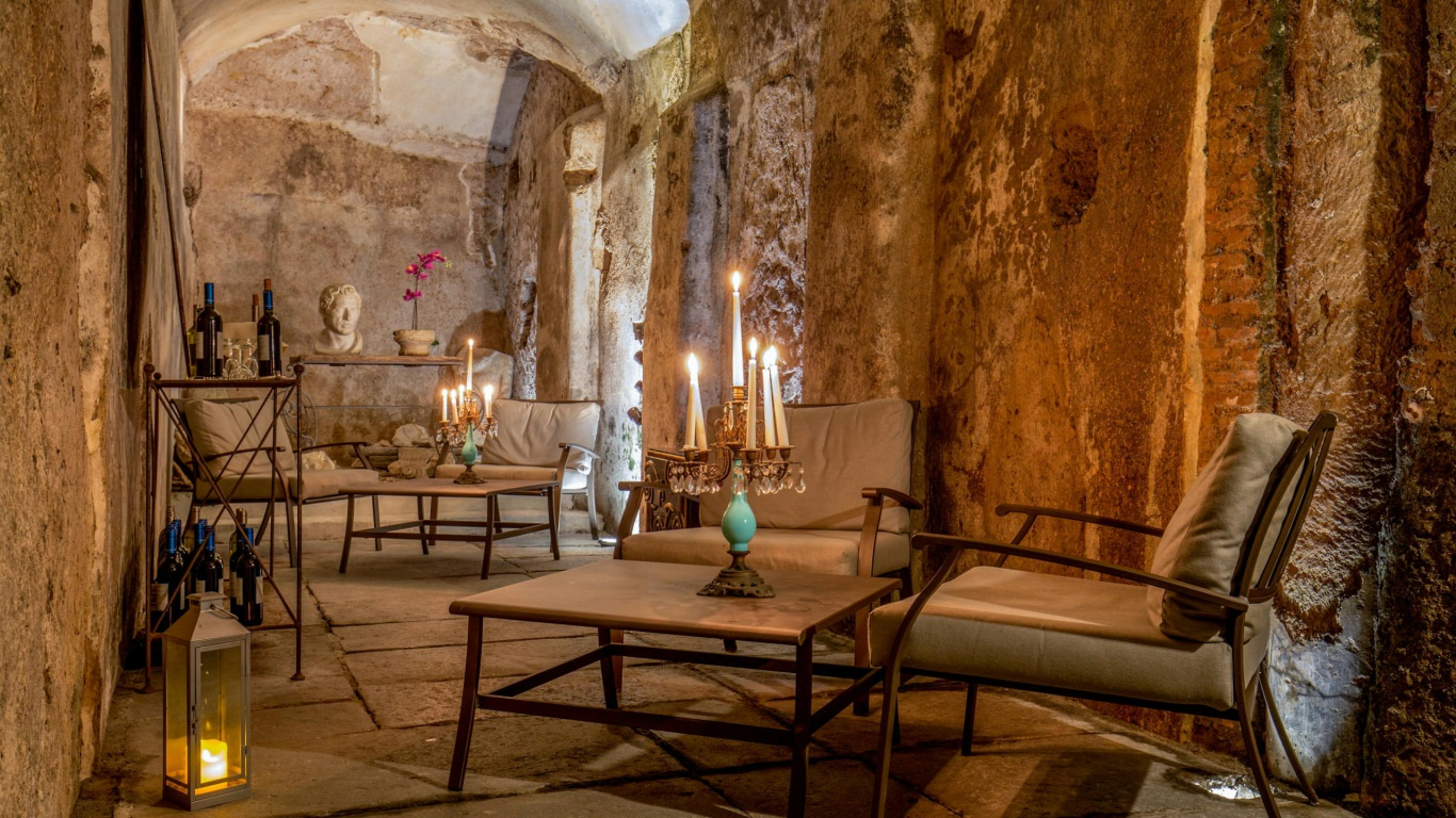 Hotel-The-Inn-and-the-Roman-Forum-cripro-covered-walkaway-02