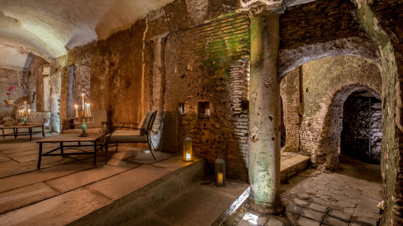 Hotel-The-Inn-and-the-Roman-Forum-cripro-covered-walkaway-01